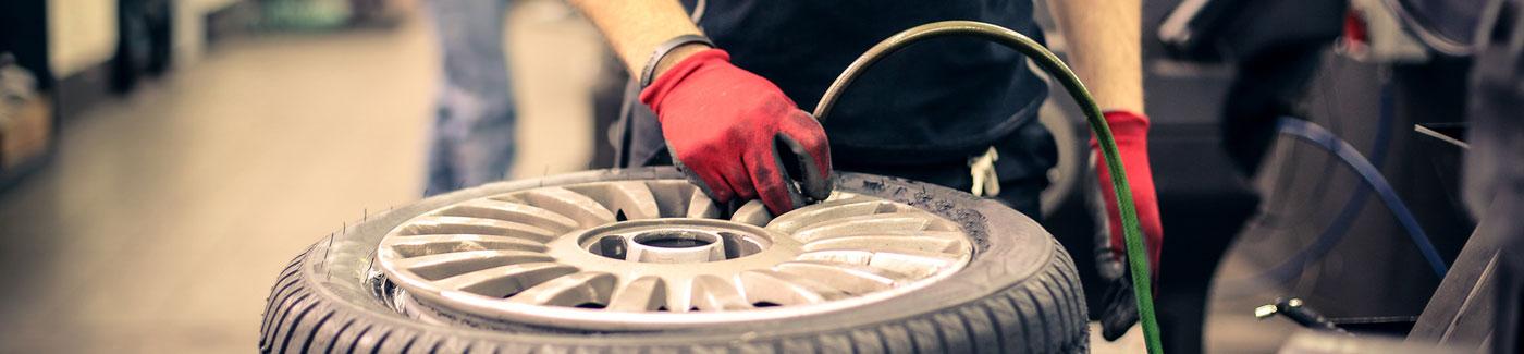 Auto Mechanic Tire Fill